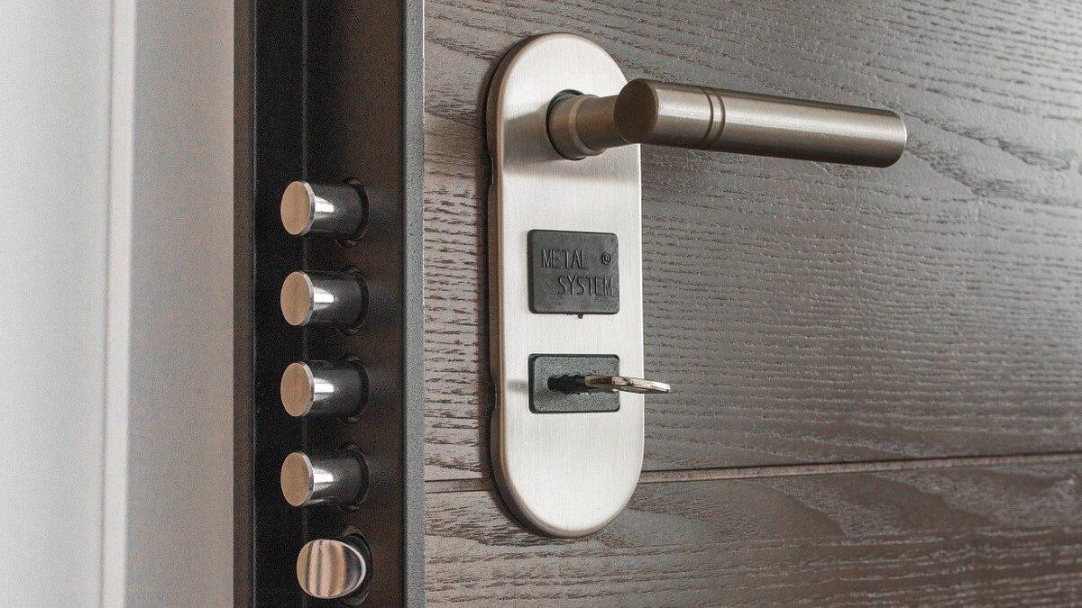 Puerta con cerradura